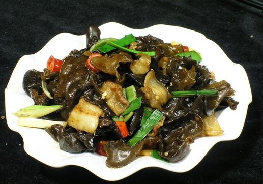 黑木耳炒韭菜