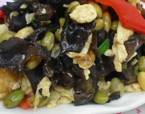 家庭健康菜:木耳毛豆炒鸡蛋的做法